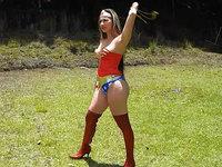 Newagesuperheroines.com sexy superheroines